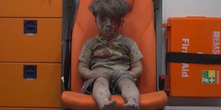 What is the difference between Omran Daqneesh and the Pakistani Christian children in Thailand