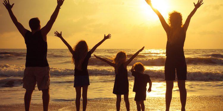 यदि कोई अपनों और अपने परिवार की चिन्ता न करे, तो अविश्वासी से भी बुरा है
