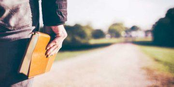 अपनी चिंताये तुम यहोवा को सौंप दो - Daily Christian Walk Hindi - Hindi Christian Website