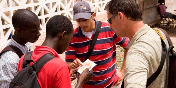 دوسروں کو اپنے اِیماَن کے بارے میں بتانے کی حوصلہ افزائی - انجیل کی منادی کرنا